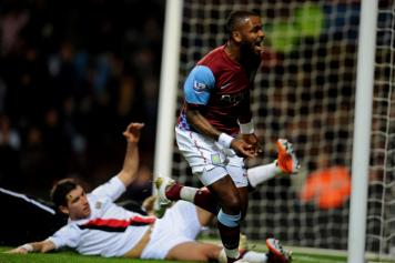 Darren Bent in gol all\'esordio con l\'Aston Villa