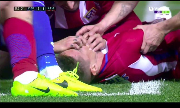 Fernando Torres sviene in campo, il video