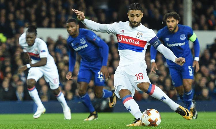 Europa League: Everton-Lione, Lopes colpito da un tifoso Video