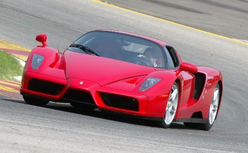PIT STOP: Ferrari, un missile a 320 km/h in autostrada FOTO e VIDEO