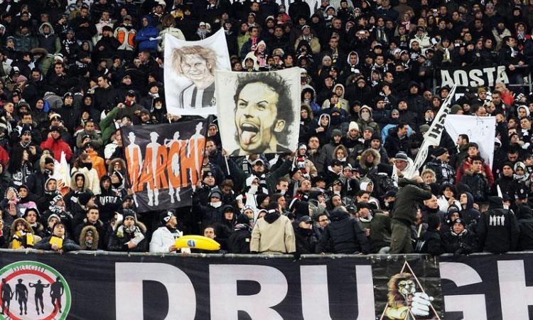 Juve, che entusiasmo a Villar Perosa! 6.000 tifosi fra coppe, Agnelli ed Elkann