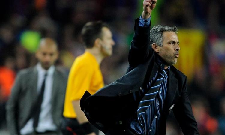 Mourinho punge Van Gaal. Futuro? 'Inter e soldi non c'entrano, colpa dell'Italia'
