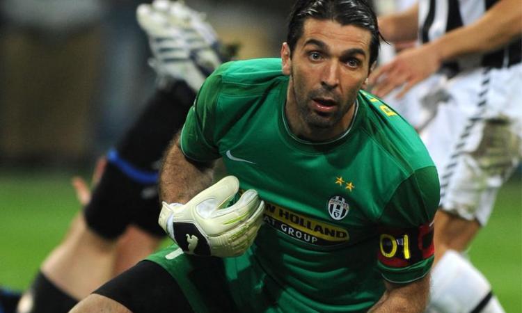 'Buffon resta alla Juventus'. E su Dzeko...