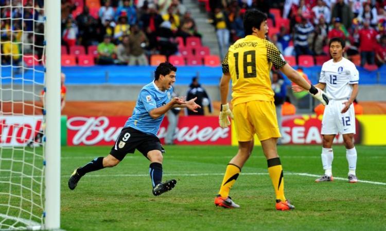 Mondiali 2010: Uruguay-Corea del Sud 2-1. Super-Suarez regala i quarti alla Celeste