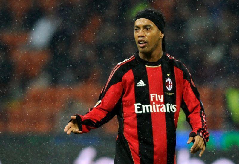 Ronaldinho, un sorriso nella nebbia