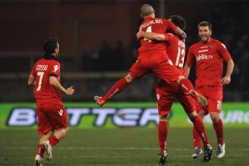 Nianggolan esulta dopo il gol