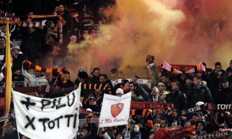 Roma: più di cento tifosi accolgono la squadra a Fiumicino