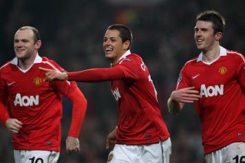 Carricl e Rooney si congratulano con Hernandez