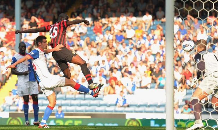Premier: il Liverpool gioca in 12, Arsenal da incubo. Balotelli, he's a striker...