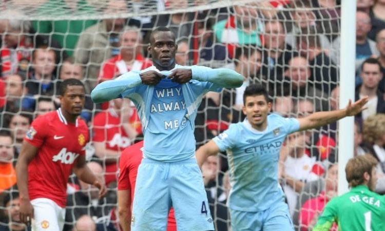 Balotelli, sfottò al Manchester United: 'Ricordatevi sempre quel giorno' FOTO