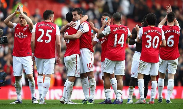 Premier: Arsenal, manita nel derby. Manchester United eterno con Giggs