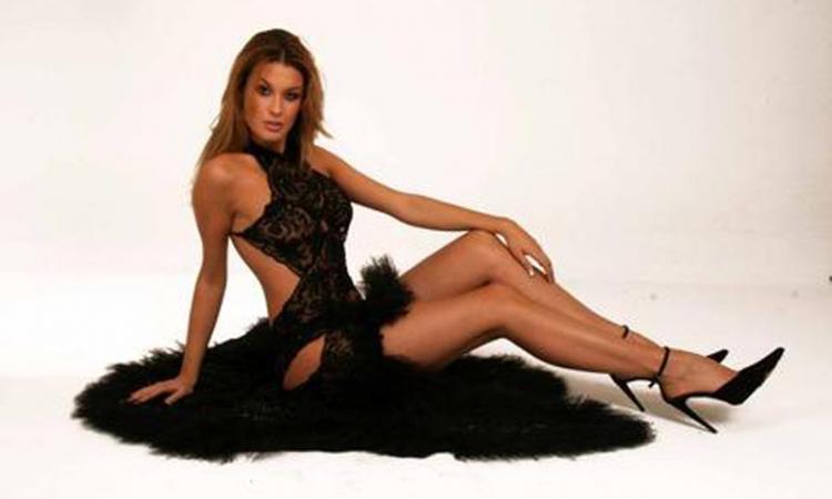 Lady Montella in tv da Caterina Balivo con la guaina anticellulite