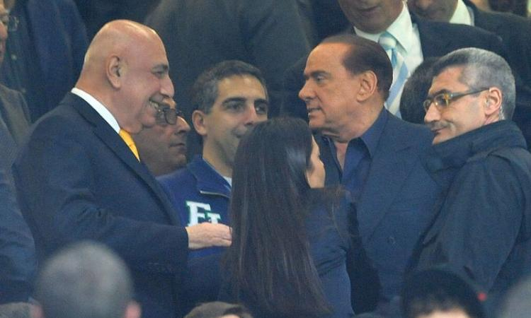 Berlusconi pranza con il Milan ma non parla