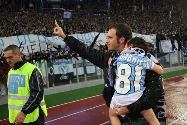 Il derby di Roma in una foto: padre e figlio nel ricordo di Gabbo
