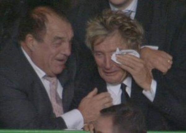 Video, Rod Stewart piange per il Celtic. Questo è un vero spot per il calcio!