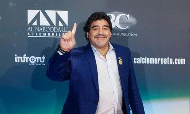 Maradona esalta Vidal: 'Un esempio per tutti i suoi compagni'