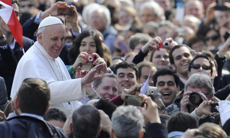 Eandi, poeta del Toro: 'Sorridici, Francesco'. Poesia per il Papa