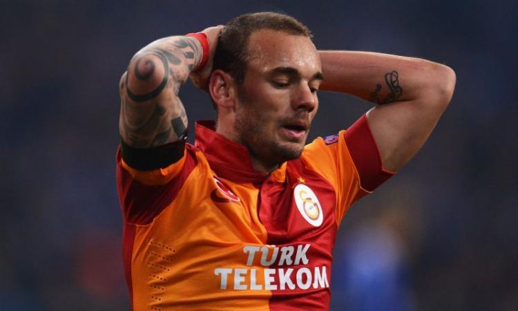 Galatasaray: rissa tra Yilmaz e Sneijder