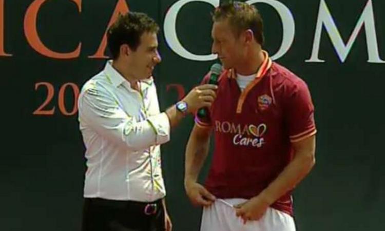 UFFICIALE: Totti firma con la Roma fino al 2016. Giocherà sino a 40 anni