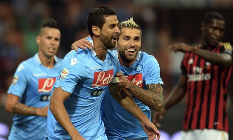 Milan-Napoli 1-2. Clamoroso! Balotelli sbaglia un rigore dopo 21 centri di fila e nel finale viene espulso per proteste