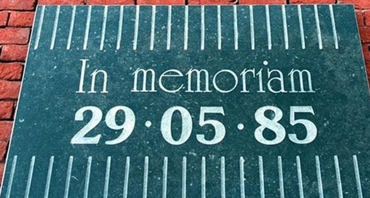 Juve, 35 anni fa la strage dell'Heysel: gli omaggi di Liverpool e Torino