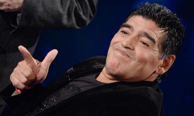 Maradona contro Messi: 'Va 20 volte in bagno prima dei match, come fa a essere un leader?'