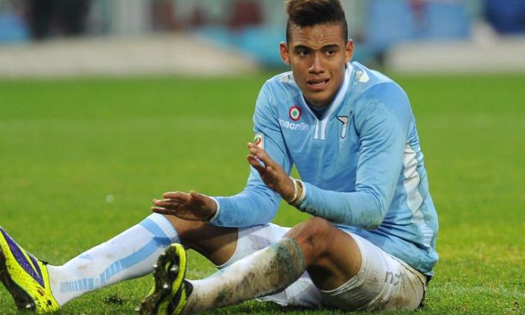 Ag. Perea: 'Lunedì con la squadra, resterà alla Lazio'