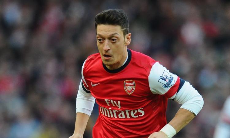 Arsenal, Ozil rassicura: 'Da qui non mi muovo'