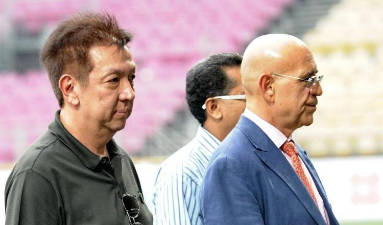 Il Valencia si salva, ma fuori dal campo è esplosa la guerra del tifo contro il patron Peter Lim