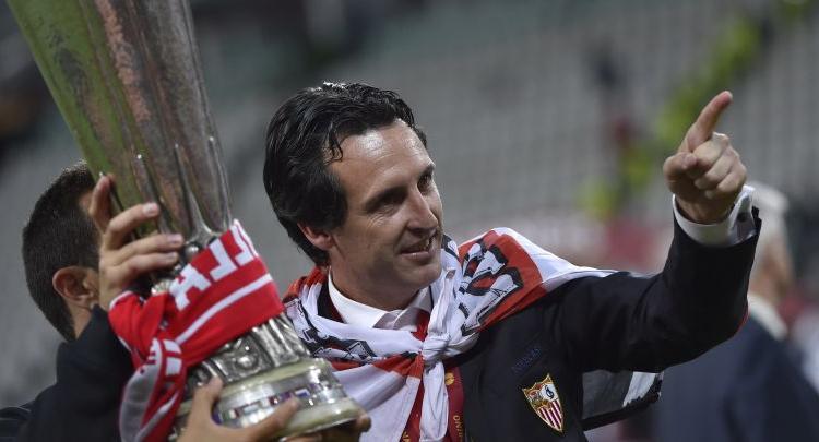 Lo cercava il Milan, Emery sta ancora festeggiando: beve e guida la Porsche