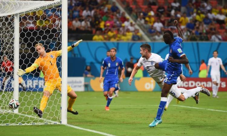 Marchisio-Balotelli e l'Italia vola. Inghilterra battuta e ottavi piu' vicini
