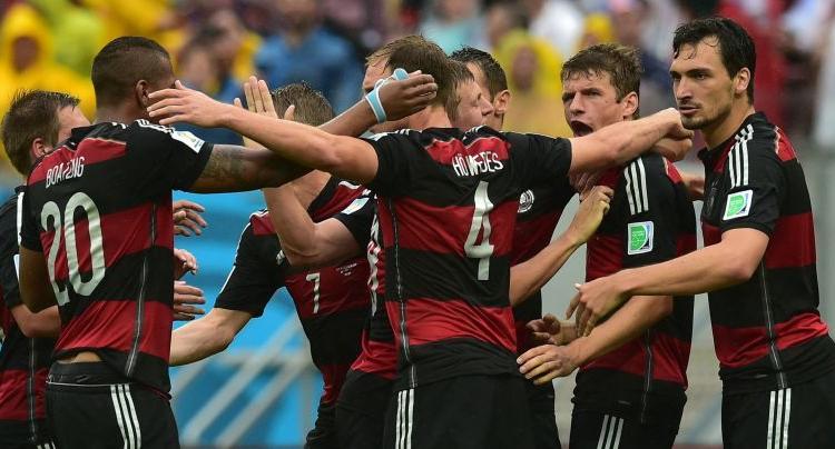 Niente biscotto: un Thomas Muller da record porta Germania e Usa agli ottavi