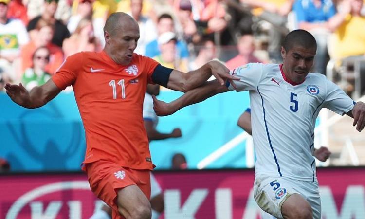 Manchester United, Van Gaal chiama Robben ai Red Devils