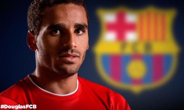 Barcellona, UFFICIALE: via un difensore