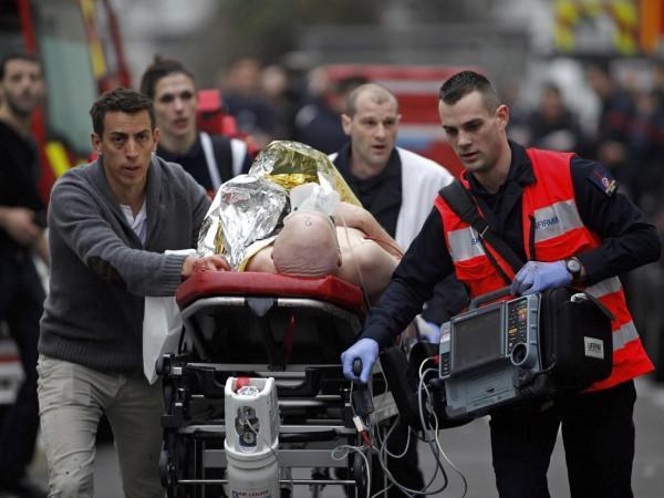Parigi, professore mostra le caricature di Charlie Hebdo su Maometto: decapitato da uno studente di 18 anni