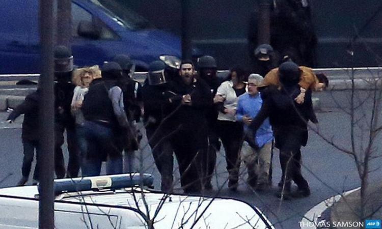 Francia: minuto di silenzio a 4 anni dagli attentati VIDEO