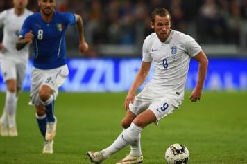 Harry Kane (Inghilterra) in azione contro l'Italia