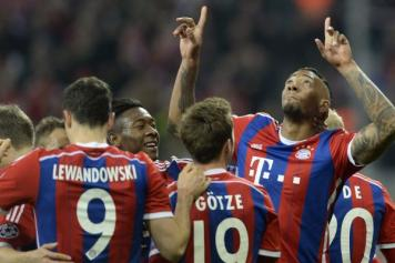 Jerome Boateng esulta con i compagni del Bayern Monaco