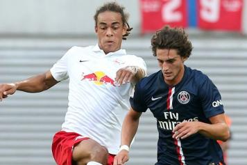Yussuf Poulsen (Red Bull Lipsia) affronta Adrien Rabiot (PSG)