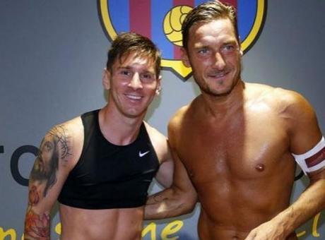 Roma, siparietto col Barcellona su Messi e...contro Ronaldo