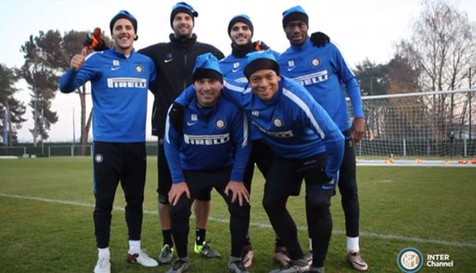 VIDEO Icardi & C. suonano Jingle Bells con il pallone: 'Buon Natale Inter'