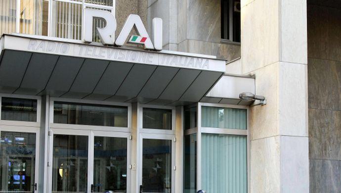 La Rai rischia di perdere i diritti tv per la Champions: Sky tratta con Mediaset