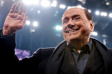 Berlusconi Milan saluta