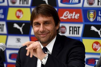 Conte Italia sorride