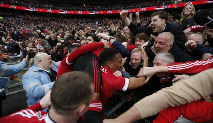Martial manda il Manchester United in finale di FA Cup: Lukaku sbaglia un rigore, Everton ko