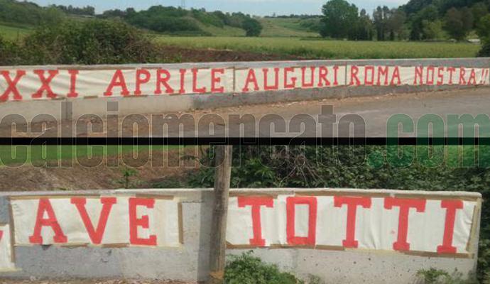 Roma celebra Totti. Striscioni a Trigoria: 'Il capitano è leggenda', 'Ave Totti'