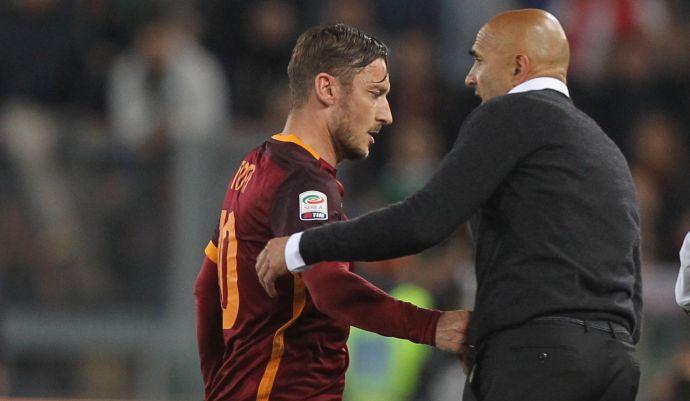 Roma: tifosi con Totti, Spalletti fischiato. E il capitano dedica i gol a Ilary VIDEO