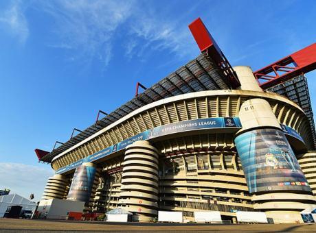 Inter-Milan, festa sugli spalti. Le FOTO delle due coreografie e lo sfottò rossonero durante lo show di luci