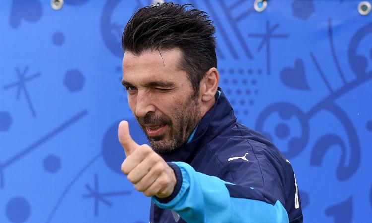 Italia, record europeo per Buffon
