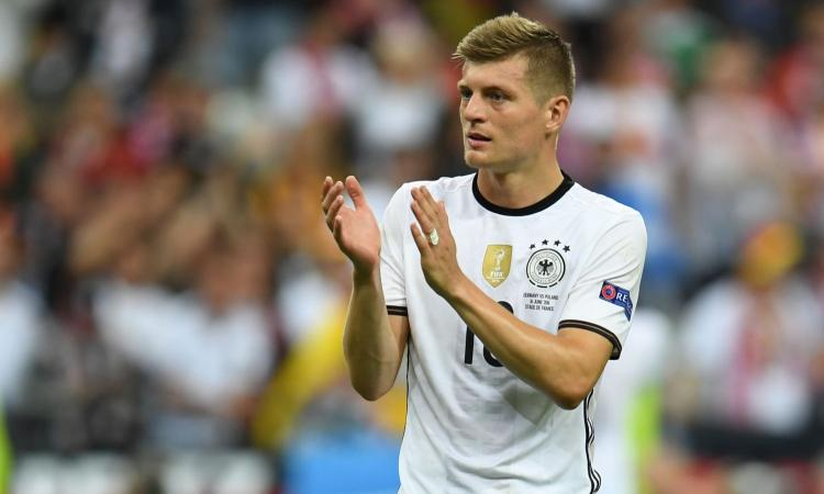 Germania, infortunio per Kroos: torna subito a Madrid